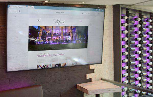 Monitor auf Galerie 190 cm Diagonale